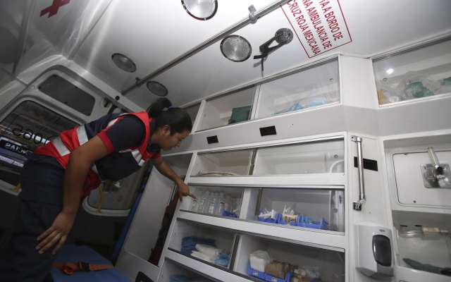 Paramédicos de la Cruz Roja brindaron atención a los heridos tras es el accidente. FOTO: CUARTOSCURO/ ARCHIVO