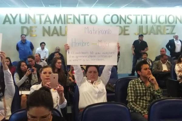 También hicieron un llamado al Congreso Local para que se apresuren a legislar en la materia y aprobar el matrimonio igualitario en el Estado de México