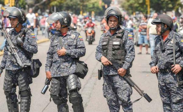 Ejército de Venezuela se ha desplegado en algunos puntos de la frontera con Colombia.  Foto: AFP