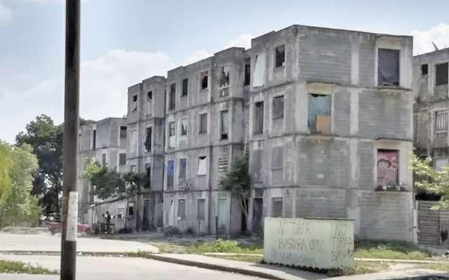 En algunos casos, organizaciones sociales que se posesionaron de las propiedades deshabitadas, les cobran renta