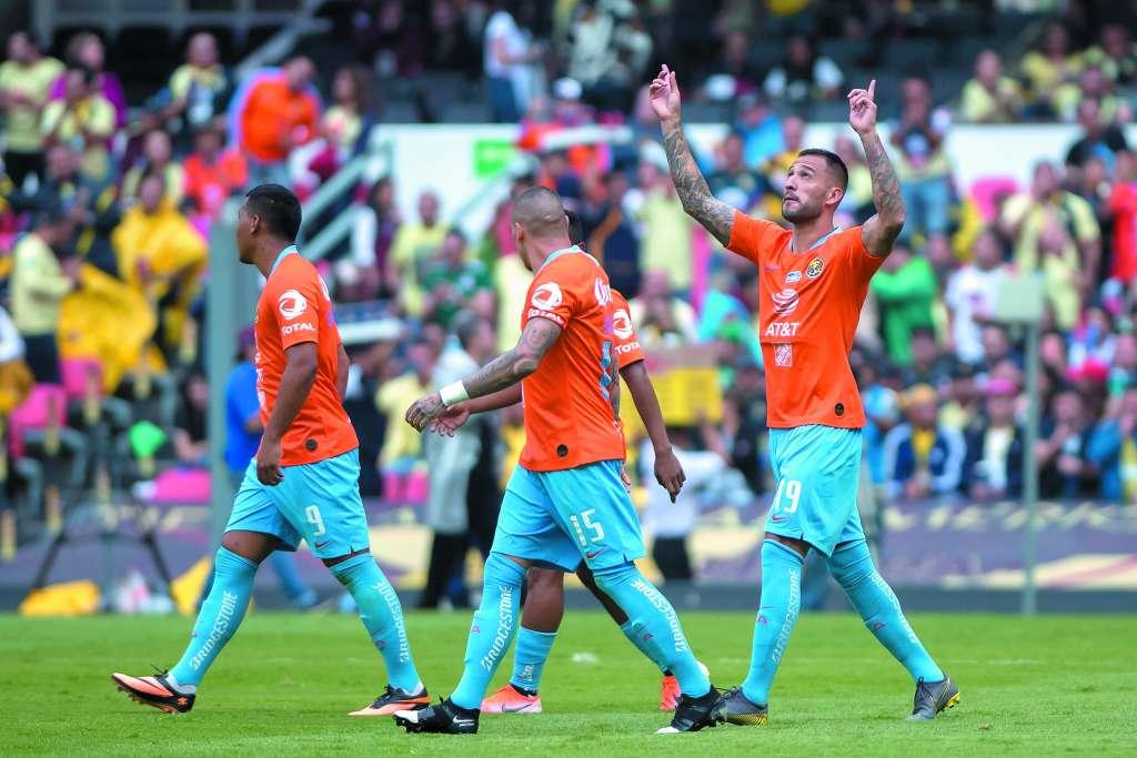 LETAL. Emmanuel Aguilera no falló desde los 11 pasos y anotó el gol de la victoria. Foto: MEXSPORT