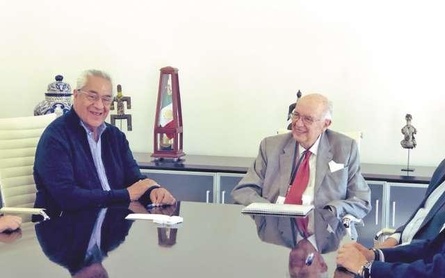 El gobernador Guillermo Pacheco (a la izq.) y el titular de la Fepade, José Agustín Ortiz Pinchetti. Foto: Especial