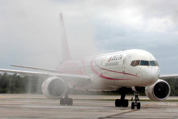 Delta Air Lines obtiene  amparo a medidas de Cofece en AICM
