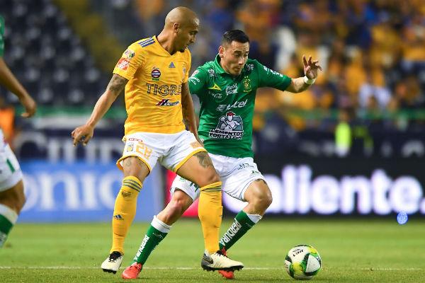 Desde ayer, aficionados se formaron en las taquillas del Estadio León para conseguir boletos para la final del Clausura 2019. FOTO: ESPECIAL