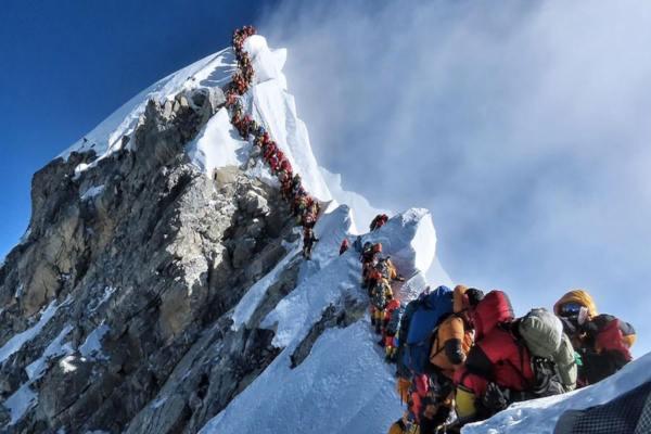 El récord estuvo empañado por la muerte de dos montañistas. Foto: Especial