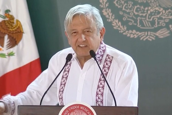 López Obrador encabezó la entrega de los programas este viernes. Foto: Especial