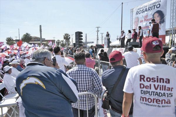 El morenista Jaime Bonilla habló durante un acto masivo en una colonia céntrica de Rosarito. FOTO: Atahualpa Garibay
