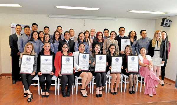 Entrega del certificado de los siete centros de alimentación en el Estado de México. Foto: Pablo Salazar