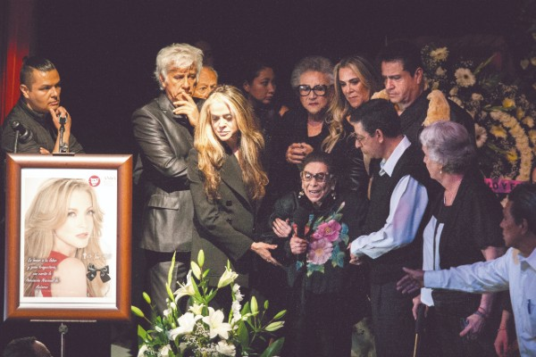 A la actriz, quien falleciera víctima de cáncer de ovario le hicieron un homenaje póstumo en el teatro Jorge Negrete. Foto: Cortesía