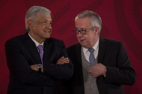 López Obrador y Carlos Urzúa en conferencia mañanera