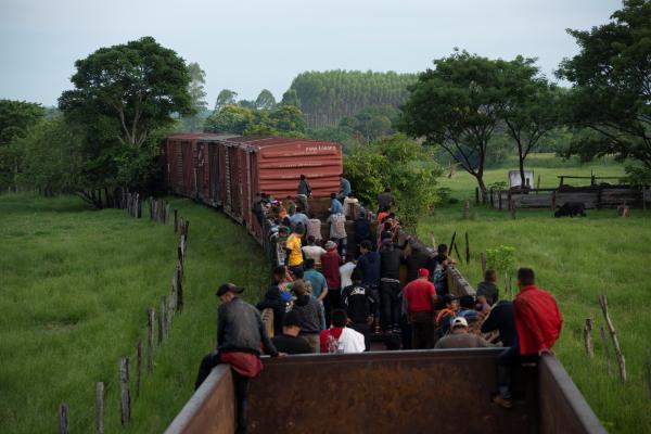 La restricción de asilo se aplicará incluso a niños que cruzaron solos la frontera con México. Foto: REUTERS.