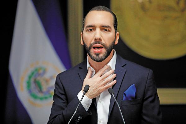 El Presidente salvadoreño firmó un acuerdo con EU relativo a la migración.   Foto: Reuters