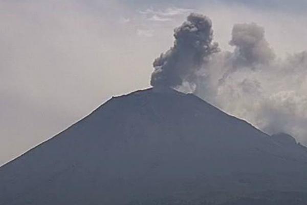 Actividad del Popocatépetl provoca caída de ceniza en la CDXM y Edomex: FOTOS