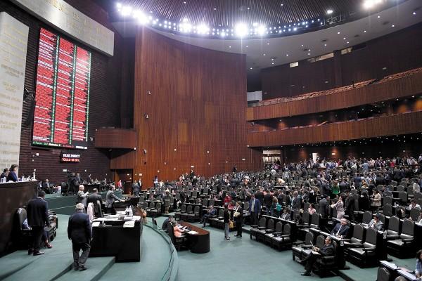El dictamen fue propuesto por la diputada Mary Carmen Bernal.     Foto: Pablo Salazar Solís