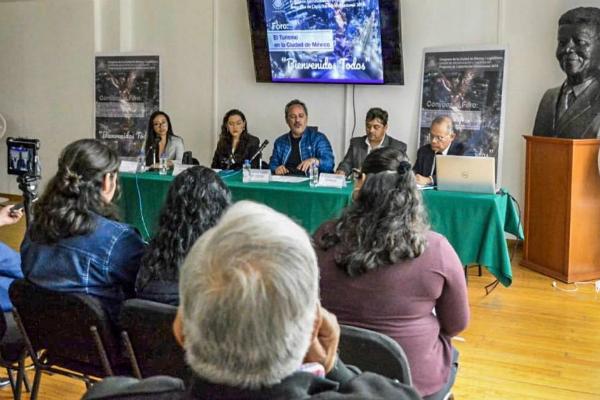 """El legislador inauguró el Foto: Turismo en la Ciudad de México """"Bienvenidos Todos"""". Foto: Especial."""
