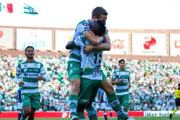 El Santos se afianzó como líder de la Liga MX con su triunfo de 4-1 sobre el Puebla en el estadio Corona en el partido que cerró la cuarta jornada del torneo Apertura-2019