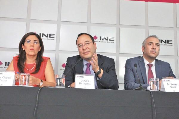 AUSTERO. Los consejeros del INE informaron su decisión en conferencia de prensa. Foto: Cuartoscuro