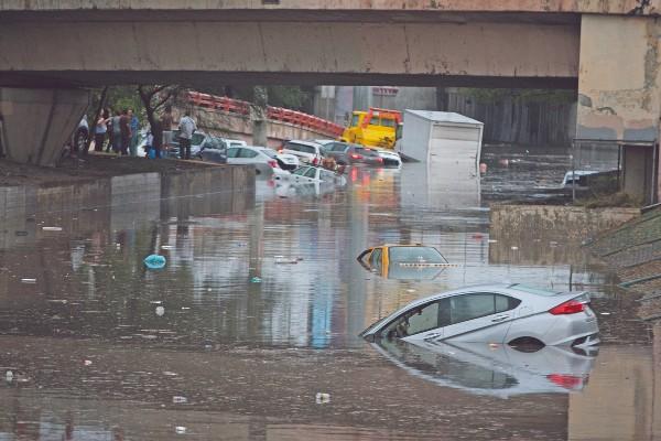 ESTRAGOS. Las inundaciones en ciudades como San Nicolás, Nuevo León, dejaron afectaciones severas. Foto: Cuartoscuro