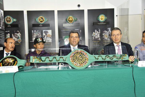RETO. Mauricio Sulaimán mantiene la unión del deporte profesional nacional. Foto: Especial.