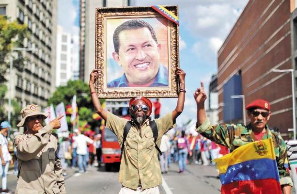 RESPALDO. Chavistas salieron a las calles a dar su apoyo a Nicolás Maduro. Foto: Reuters
