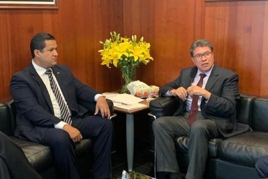 Diego Sinhue Rodríguez Vallejo, gobernador de Guanajuato y Ricardo Monreal, coordinador parlamentario de Morena. Foto: Especial