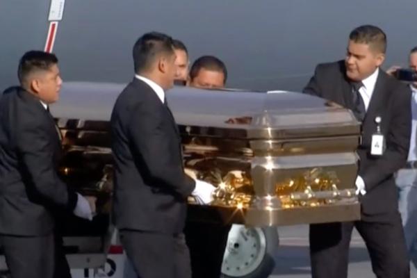 Llegan los restos de José José a México. Foto: Especial