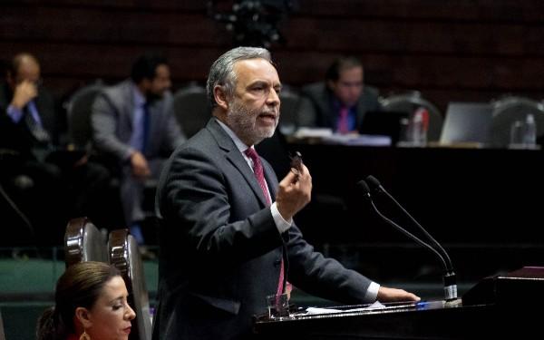 Alfonso Ramírez Cuéllar, secretario de la Comisión de Hacienda, durante la la Sesión Extraordinaria en materia del Plan de Desarrollo 2019-2024, el cual fue aprobado con 304 votos a favor, 3 abstenciones y 139 votos en contra, en la Cámara de Diputados. FOTO: GRACIELA LÓPEZ /CUARTOSCURO.COM