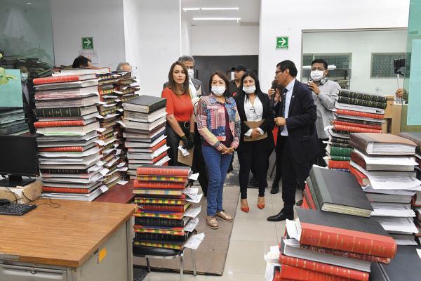 ARREGLO. El consejero pidió a los diputados locales apoyar las propuestas presupuestales para modernizar el archivo. Foto: Pablo Salazar Solís