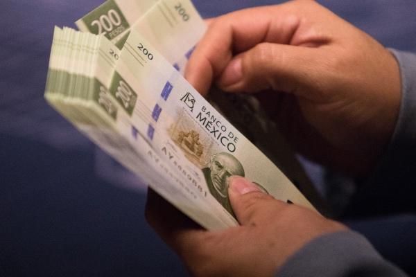 El aguinaldo se asignará libre de impuestos en dos partes. FOTO: Cuartoscuro