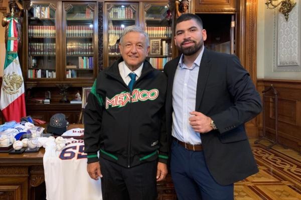 El presidente recibió en Palacio Nacional al pitcher mexicano. Foto: Presidencia