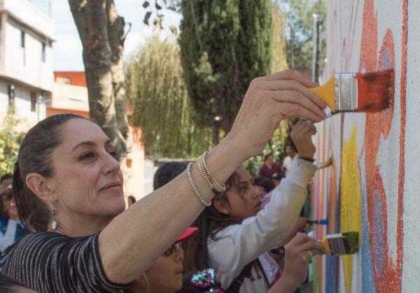 TEQUIO. La jefa de Gobierno realizó ayer trabajo comunitario en Magdalena Contreras. Foto: CUARTOSCURO