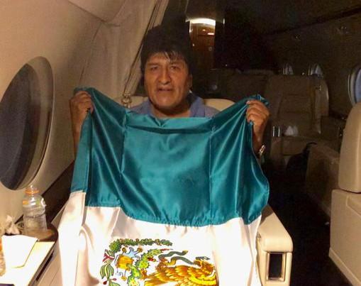 La aeronave que traslada hacia México a Evo Morales hizo una breve escala en Paraguay. Foto: Cuartoscuro
