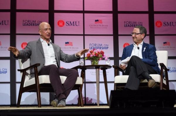 Bezos ha desbancado a Bill Gates y Carlos Slim, el hombre más rico del mundo. FOTO: @JeffBezos