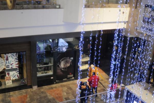 Niño cae de primer piso en el Centro Comercial Santa Fe. Foto: Cuartoscuro