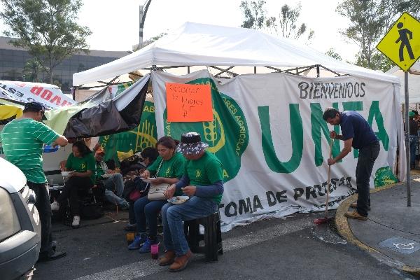 Se mantiene el plantón afuera de las entradas de las instalaciones de San Lázaro afectando las vialidades de Congreso de la Unión    FOTO: GRACIELA LÓPEZ / CUARTOSCURO.COM