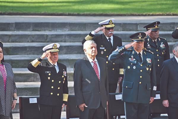 HONOR. La conmemoración del Día de la Armada se llevó a cabo en el Panteón de Dolores. Foto: Especial.