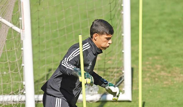 PRESIÓN. Eduardo Fernández, portero de Tigres, alista su debut en la Primera División, tras la lesión de Nahuel Guzmán. Foto: Mexsport