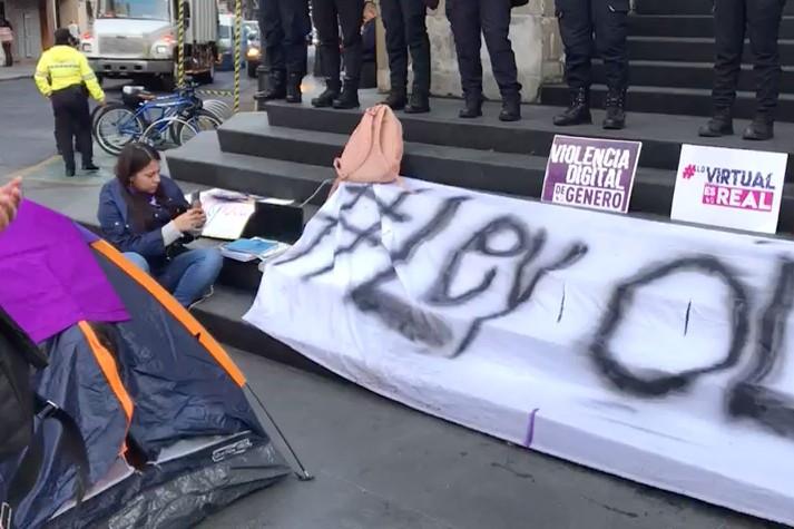 jóvenes-mujeres-acampan-manifestación-congreso-ciudad-méxico-ley-olimpia