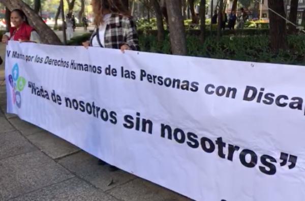 Los manifestantes se dirigen hacia el zócalo capitalino. FOTO: Especial