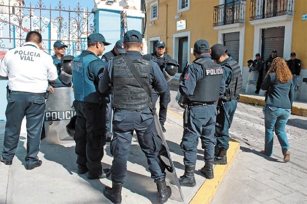PIDEN APOYO. En julio, policías de Amozoc se manifestaron por falta de pagos. Foto: Enfoque