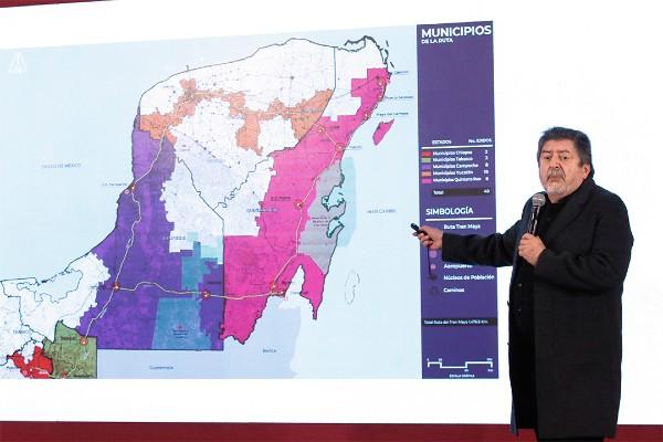 El titular de Fonatur, Rogelio Jiménez Pons, explicó ayer durante la conferencia mañanera el proceso de consulta en los municipios por donde pasará el Tren Maya. En total, 79 municipios de cinco estados aprobaron el proyecto. Foto: Notimex