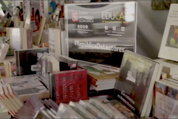 Venta de libros en Los Pinos