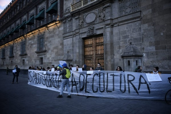 manifestacion-artistas-bloqueo-palacio-nacional-mañanera-amlo-secretaria-cultura