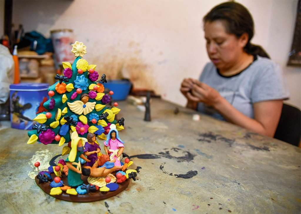 Reyna Martínez, auténtica artesana de Metepec, Estado de México. Foto: Cuartoscuro