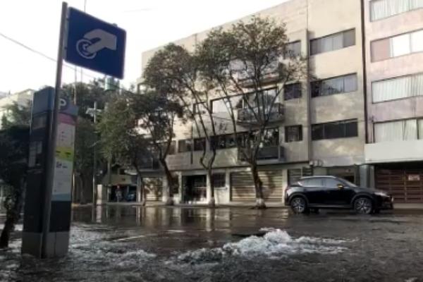 Fuga de agua en la Nápoles. Foto: Captura de pantalla
