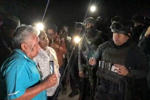 Elementos policíacos realizan operativo en Leonardo Bravo, Guerrero