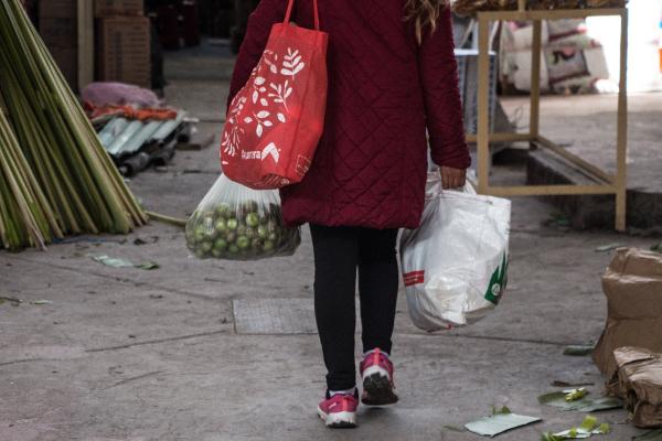 Desde el primero de enero entró en rigor la reforma  del artículo 25 de la Ley de Residuos Sólidos, que prohíbe la comercialización, distribución y entrega de bolsas de plástico. FOTO: ANDREA MURCIA /CUARTOSCURO.COM