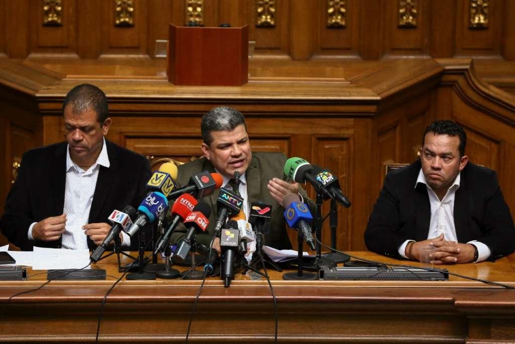 OBLIGADO. El legislador opositor venezolano y autoproclamado parlamentario Luis Parra. Foto: AFP