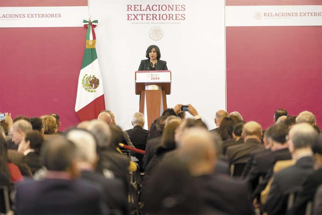 REPASO. La titular de la Función Pública participó en la reunión anual de Embajadores y Cónsules. Foto: Especial