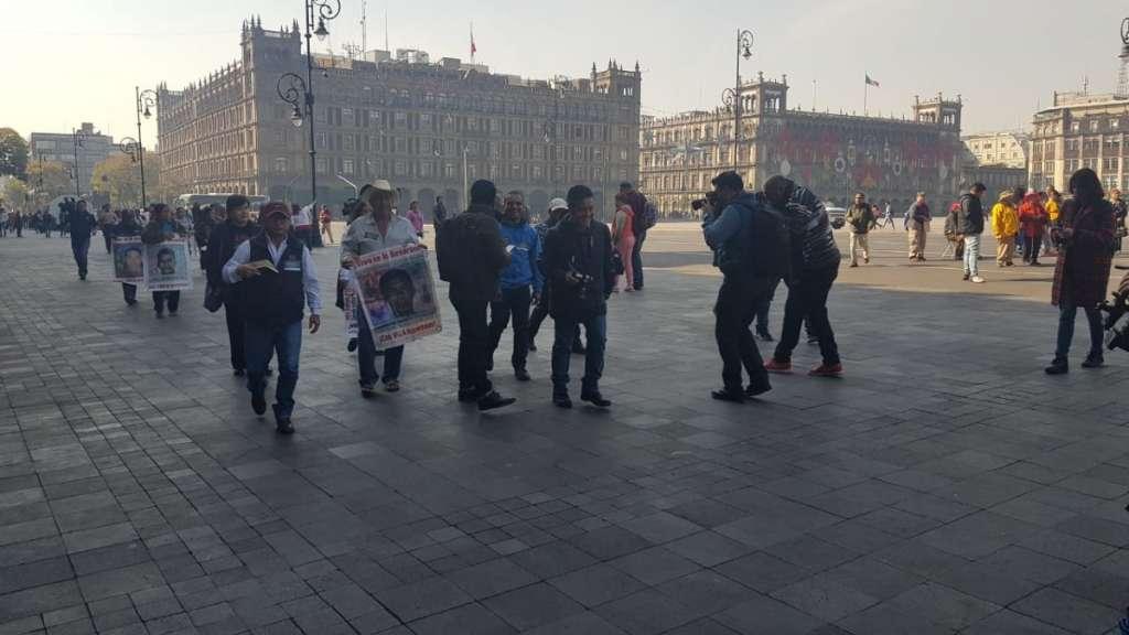 normalistas-43-ayotzinapa-reunion-amlo-resultados-marzo